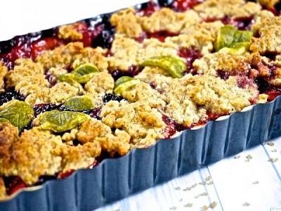 Tarte crumble aux myrtilles et aux fraises – vegane