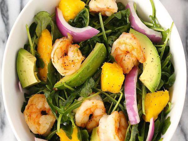 Salade de mangue, avocat et crevettes