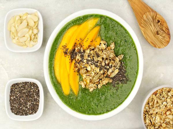 Smoothie bowl vert et mangues