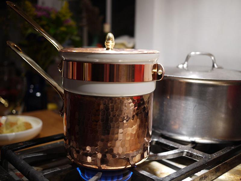 comment faire un bain marie la casserole ou au four la. Black Bedroom Furniture Sets. Home Design Ideas